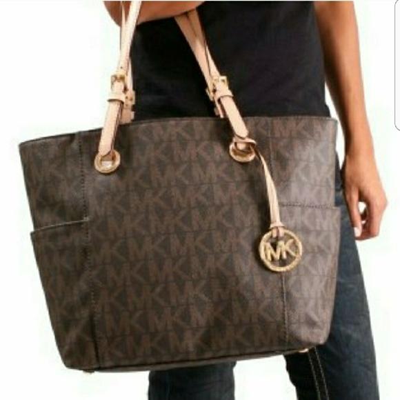 f96d40e94840e7 Michael Kors Signature Logo Jet Set tote purse. M_5a85d2525512fd80667b587d